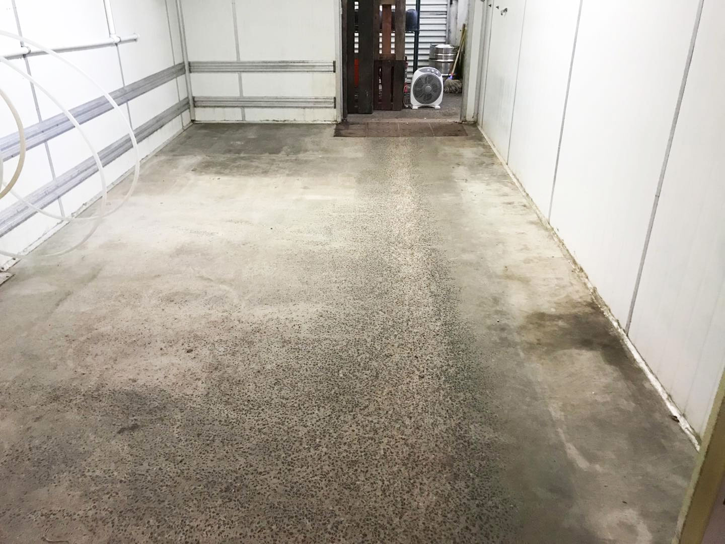 gallery-01-before-epoxy-flooring-stripproof-industries-byron-bay-the-rails